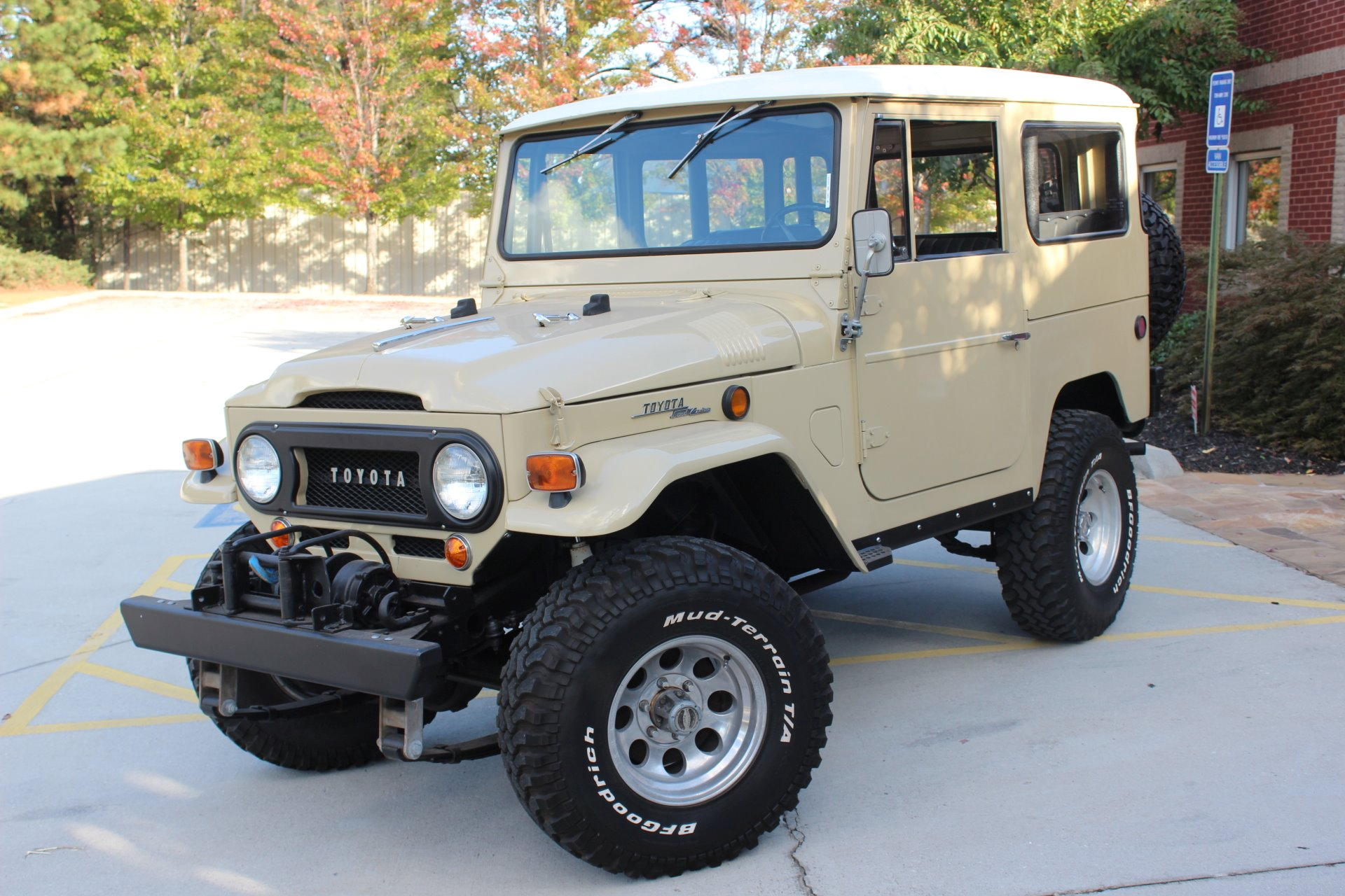 used 1969 toyota fj40 cruiser toyota beige manual lifted. Black Bedroom Furniture Sets. Home Design Ideas